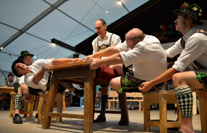 بالصور.. انطلاق «مصارعة الأصابع» في ألمانيا