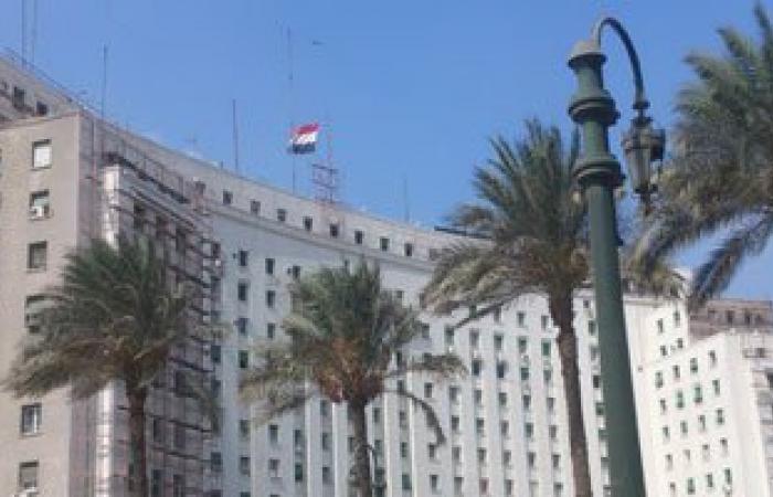 علم مصر ممزق أعلى مجمع التحرير