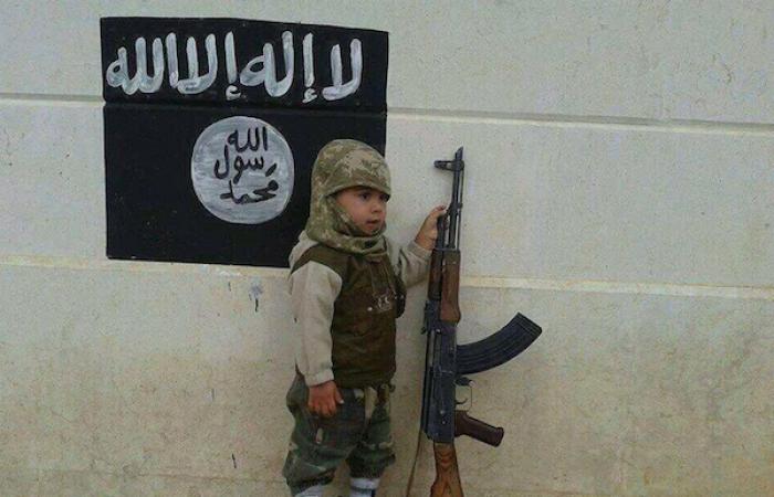 بالصور..«جيل الخلافة» فى «داعش»: أطفال «دون السادسة» يستعدون لحرب طويلة مع الغرب
