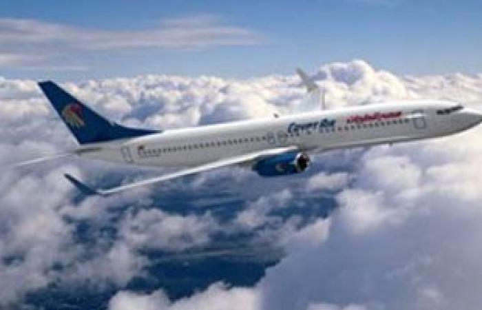 انطلاق أول طائرة إلى الجزائر لإعادة مصريين فارين من ليبيا إلى مصر