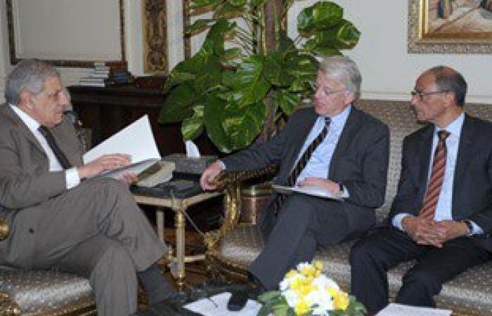 """السفير الألمانى يؤكد لـ""""محلب"""": رفع حَظْر السفر للسائحين القادمين لمصر"""