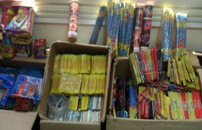 ضبط 1168 صاروخا وألعاب نارية داخل مكتبة بكفر الزيات