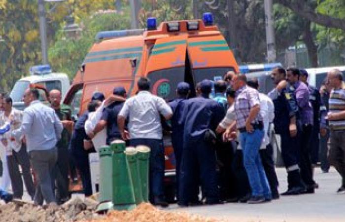 """نقل مصابى انقلاب سيارة عمال المزارع بطريق """"القاهرة - العاشر"""" للمستشفى"""