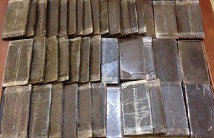 لجنة من مكتب مخدرات ميناء دمياط لفحص 7 حاويات ضبط بداخلها 2 طن حشيش