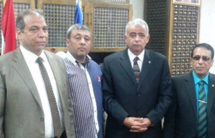 محافظ السويس يعتذر لمدرس بعد اتهامه باطلاً بالتحرش بطالبة ثانوى