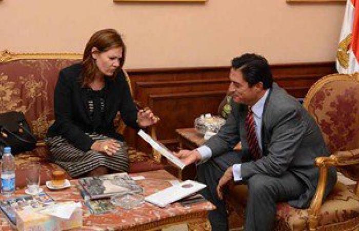 """سفيرة لاتفيا تعرض على محافظ الإسكندرية رغبة بلادها فى تطوير """"الترام"""""""