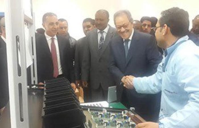 وزير الصناعة يتفقد مصنع العدادات الكهربائية باستثمارات ٢٥٠ مليون جنيها