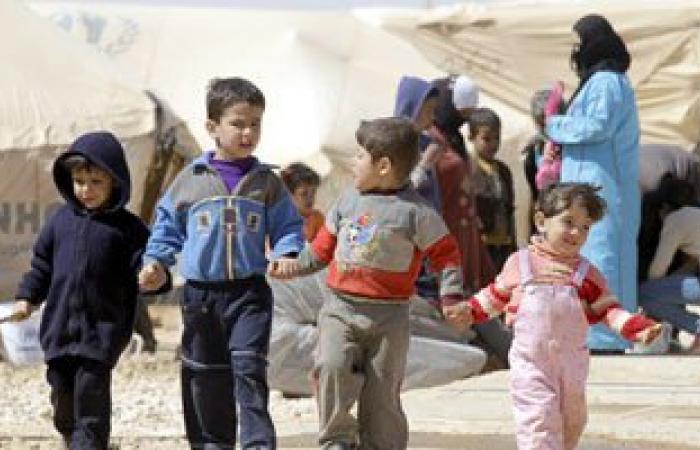 هولاند: فرنسا ستستضيف ما بين 500 و700 لاجئ سورى