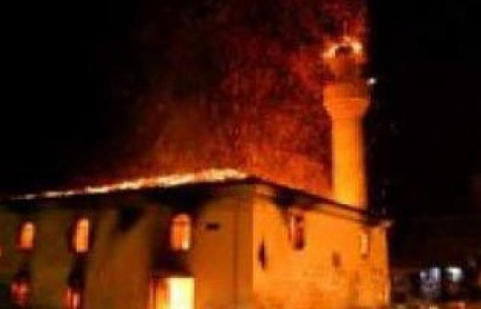 السيطرة على حريق اندلع فى مخلفات أعلى مسجد بالمطرية
