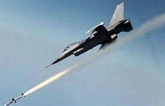 طائرات التحالف العربى تقصف معسكرًا للحوثيين شرق العاصمة اليمنية صنعاء