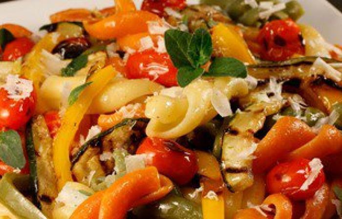 """""""المكرونة بالخضراوات"""" وجبة إفطار متكاملة ومفيدة.. جربها"""