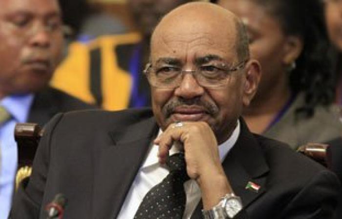 البشير يشيد بجهود تطوير القوات المسلحة السودانية
