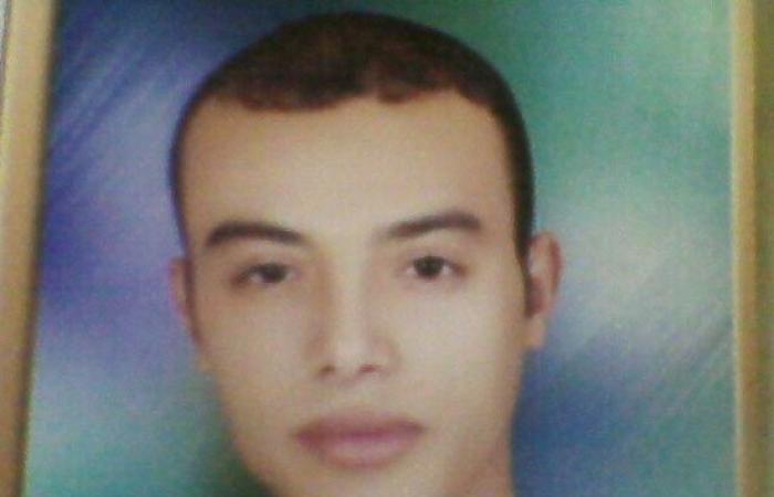 """والد شهيد سوهاج: """"أحمد كان نور عينى وسندى.. وحسبى الله ونعم الوكيل"""""""