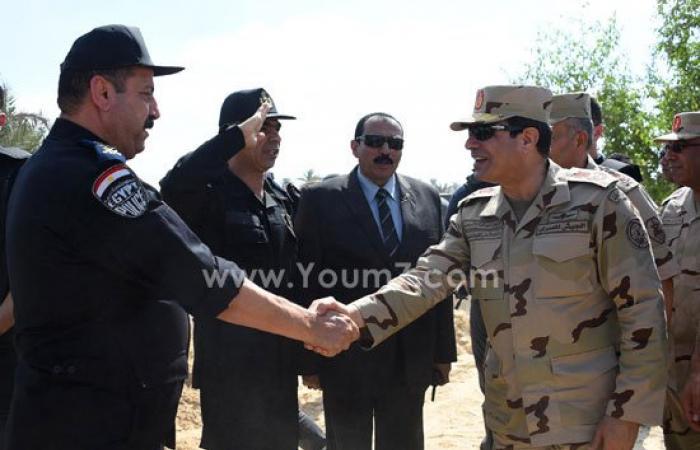 بالصور.. الرئيس السيسى يصافح عناصر الشرطة المدنية بشمال سيناء