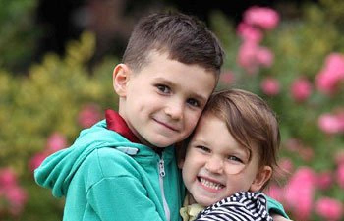 بالصور.. طفلة تتبرع لأخيها بخلاياها الجذعية لعلاجه من مرض نادر بالدم