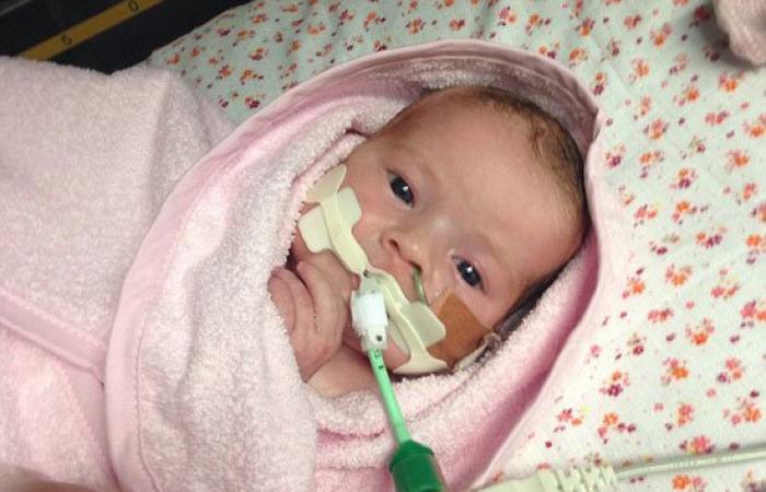 بالصور.. أصغر متبرع.. طفل بريطانى عمره 23 يوما يتبرع بأعضائه قبل وفاته