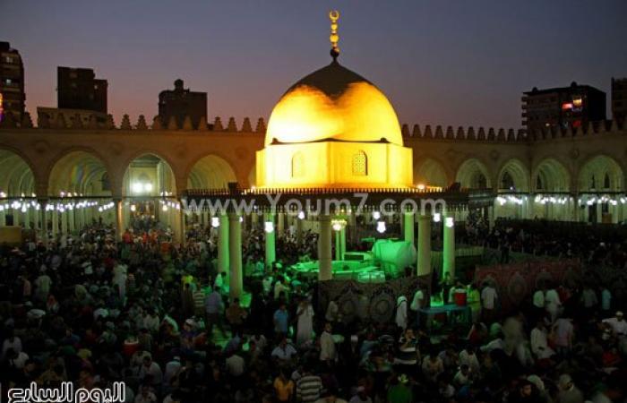 بالصور.. عشرات الآلاف من المصلين بمسجد عمرو بن العاص لإحياء ليلة القدر