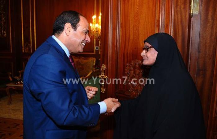 أمنية الحاجة ناريمان تتحقق بالتقاط صور مع الرئيس بحفل إفطار الأسرة المصرية
