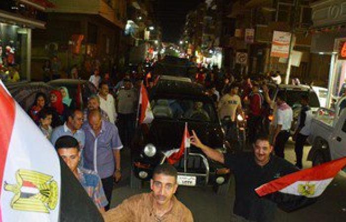 محافظ سوهاج يقود مسيرة بمشاركة الأهالى بمناسبة افتتاح قناة السويس