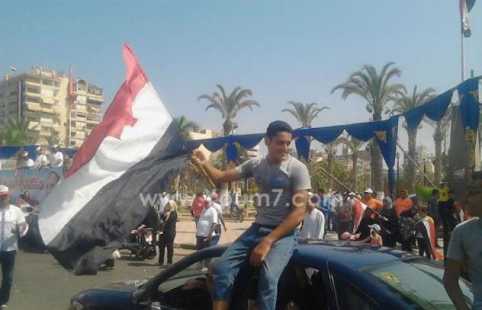 بالصور.. البورسعيدية يواصلون الاحتفال بالقناة الجديدةعلى أغانى السمسمية