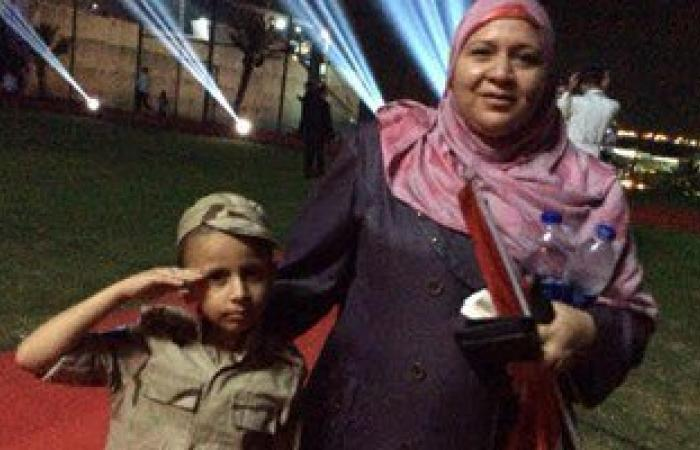 الطفل عمر المصاب بالسرطان يشارك فى الحفل الغنائى بالإسماعيلية