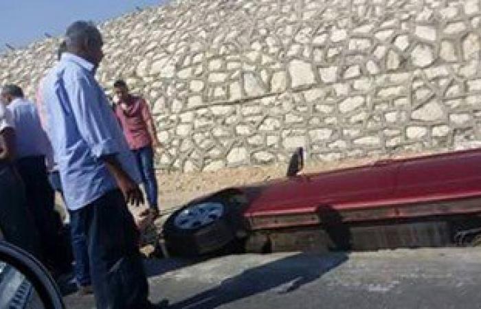 مصرع 2 وإصابة 8 فى حادث انقلاب سيارة ميكروباص بطريق السخنة