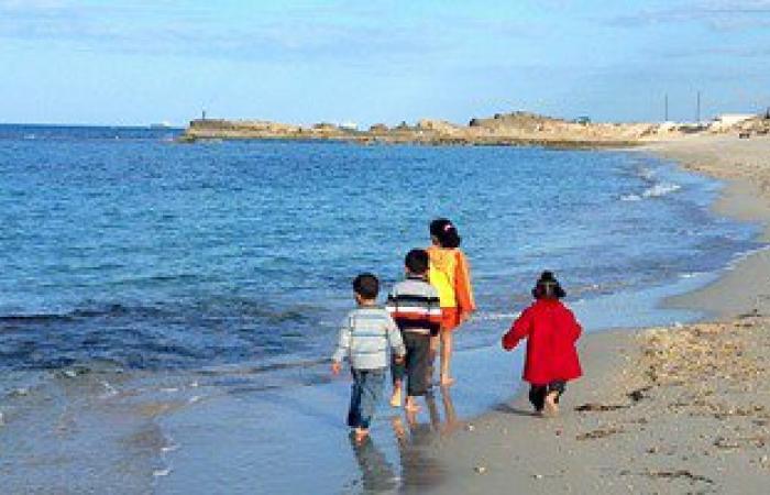 الشرطة تعيد طفلين تغيبا عن الدتهما فى مصيف بمطروح