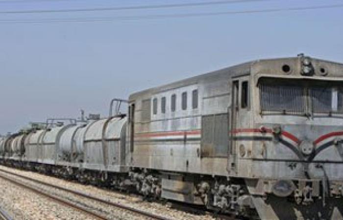 السولار يغطى شريط السكة الحديد بالشرابية بعد انقلاب قطار المواد البترولية