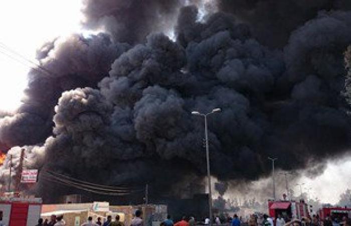 حريق هائل بمصنع كرتون فى العاشر.. و33 سيارة إطفاء للسيطرة على النيران