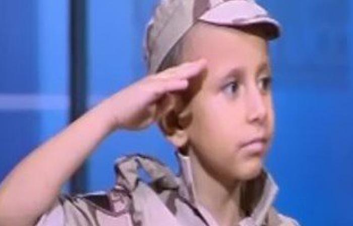 """الطفل عمر المصاب بالسرطان: قلت للرئيس السيسى """"الجيش مصنع الرجال"""""""