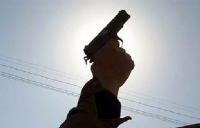 مقتل شخص وإصابة آخر أطلق أمين شرطة النار عليهما بسمالوط
