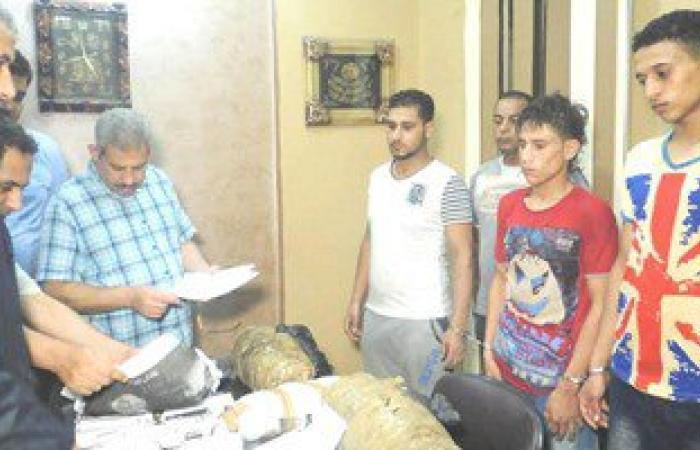 ضبط 3 عاطلين بحوزتهم 15 كيلو بانجو بمركز المحلة