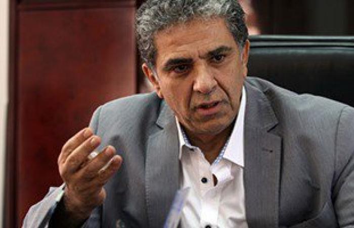 """وزير البيئة: """"كهرباء أسيوط"""" تتحمل نفقات إزالة بقعة المازوت بنهر النيل"""