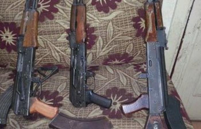ضبط عاطلين بحوزتهما 2 بندقية خرطوش و5 طلقات بمركز المحلة