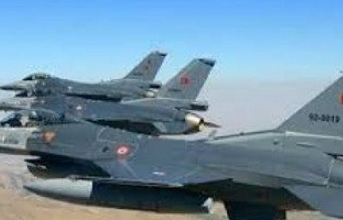 تركيا تشن غارات على أهداف للمقاتلين الأكراد بالعراق وجنوب شرق البلاد