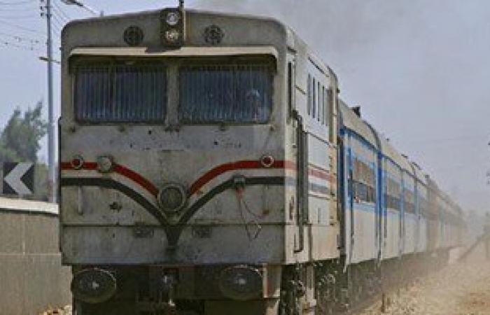 عودة قطارات القبارى-مطروح بعد رفع الأهالى المقطورة المقلوبة على القضبان