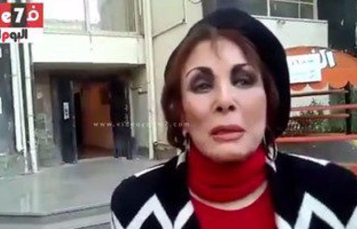 بالفيديو.. النجمة لبنى عبد العزيز تدلى بصوتها فى الانتخابات بالزمالك