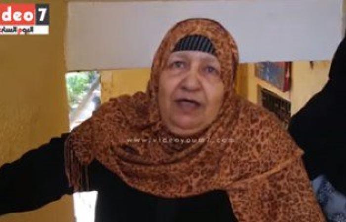 """بالفيديو..مسنة تدلى بصوتها:""""أنا جيت أنتخب السيسى ..واللى يعاديه يجيله شلل كلى يا رب"""""""