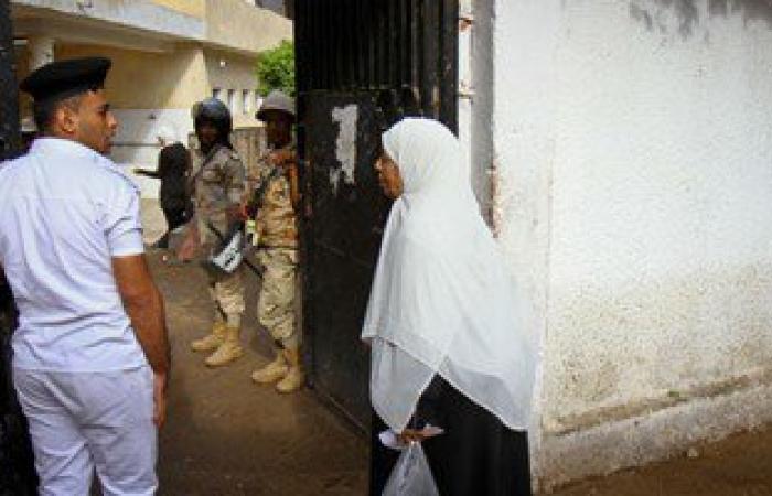 مرشح يطالب بوقف الانتخابات وتغيير استمارة التصويت بدائرة بندر المنصورة