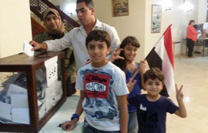 بالفيديو والصور.. انتهاء تصويت المصريين فى مسقط وبدء عملية الفرز الأصوات