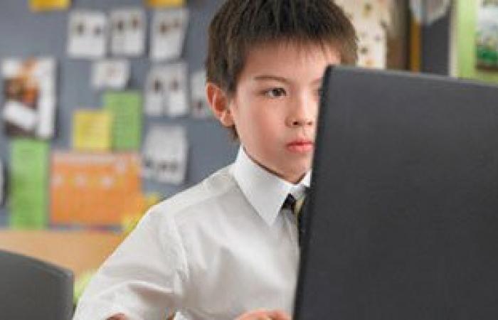 دراسة: قضاء الأطفال مزيدا من الوقت أمام الكمبيوتر يسبب قصر النظر