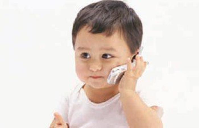 دراسة: الأطفال قبل عمر سنة يستخدمون الهواتف الذكية بكفاءة..جيل موبايلات