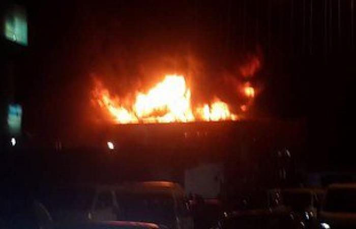 بالصور.. حريق فى شركة لبيع المصنوعات بالغردقة