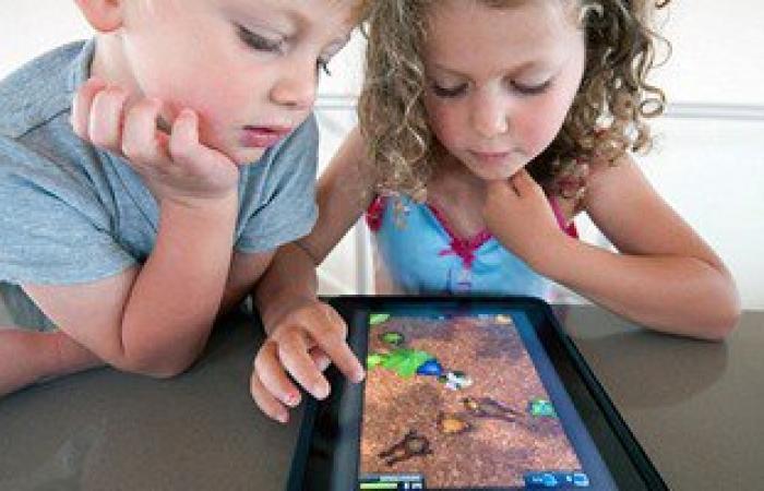 ارجع للصلصال والخشب والتلوين.. الألعاب الإلكترونية تصيب الأطفال بتأخر الكلام