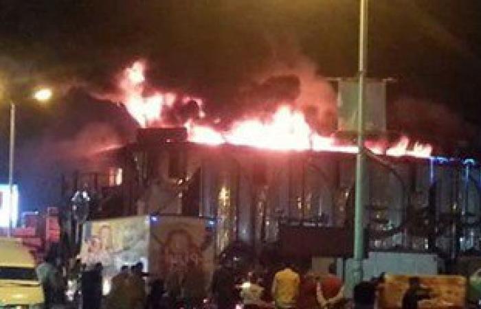 بالصور.. السيطرة على حريق شركة بيع المصنوعات بالغردقة