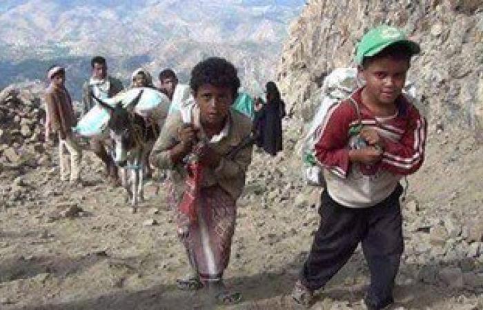 بالصور..اليمنيون ينقلون المساعدات لعدن عبر طرق جبلية بسبب حصار الحوثيين