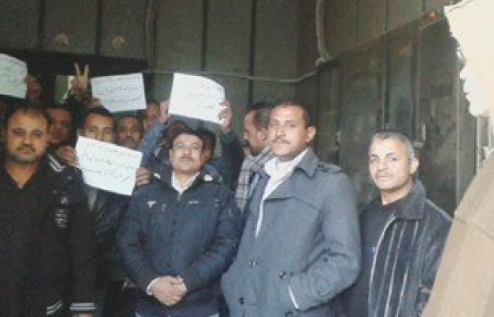 بالصور.. استمرار إضراب عمال بتروتريد فى أسيوط للمطالبة بضمهم للائحة 2004
