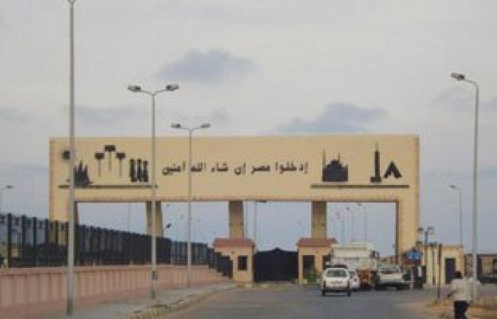 إنهاء إجراءات سفر وعودة 986 شخصا و124 شاحنة بضائع مصرية عبر منفذ السلوم