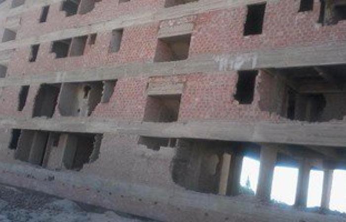 بالصور.. توقف البناء فى 7 عمارات سكنية بمركز البدارى بأسيوط منذ 7 سنوات