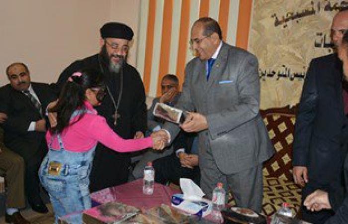 محافظ سوهاج ومدير الأمن يزوران الكنائس لتهنئة الأقباط بعيد الميلاد
